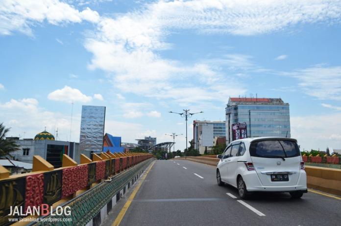 Menuju Kantor Gubernur Riau