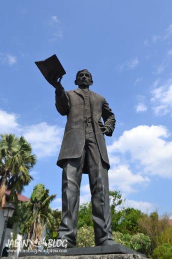 Patung Jose rizal